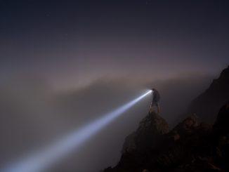 Attention Management ist die Taschenlampe in der Dunkelheit